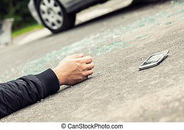 gros plan, smartphone, main, rue, trafic, victime
