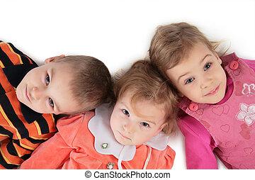gros plan, sommet, trois, 2, enfants, mensonge, vue