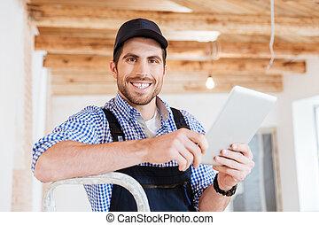 gros plan, tablette, constructeur, ordinateur pc, tenue, portrait