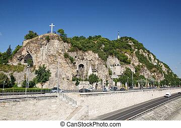 grotta, kyrka, kors, och, frihets staty, på, den, gellert, kulle, in, budapest