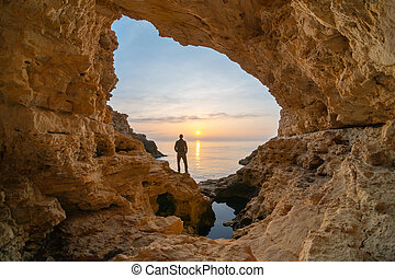 grotto., meer, mann