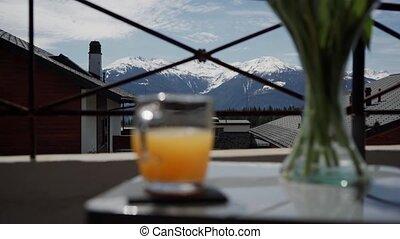 ground., orange, devant, sélectif, brouillé, table, tasse, fin, beau, affichage montagne, jus, foyer, haut, suisse, countryside.