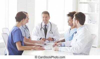 groupe, élevé, clinique, cinq, médecins, confection, heureux