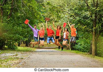 groupe, étudiants, ensoleillé, parc, day., heureux