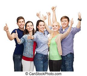 groupe, étudiants, projection, haut, pouces, sourire