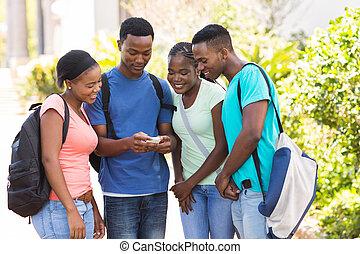 groupe, étudiants, téléphone portable, américain, collège, africaine, utilisation