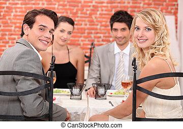 groupe amis, à, les, restaurant