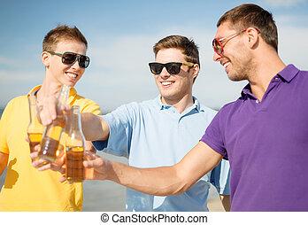 groupe, amis, amusement, mâle, plage, avoir