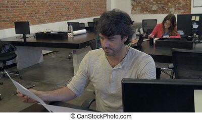groupe, bureau fonctionnant, gens, hispanique, businesspeople, mélange, course, divers, homme