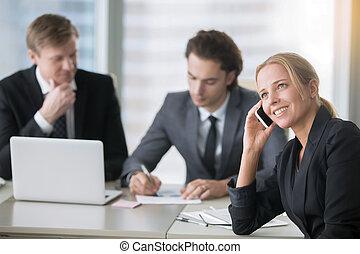 groupe, bureau, moderne, informatique, hommes affaires, bureau