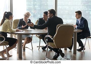 groupe, bureau, multiracial, contester, équipe, réunion salle réunion