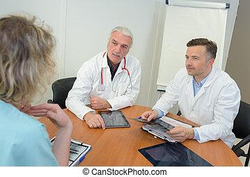 groupe, bureau, prise notes, médecins, réunion, monde médical