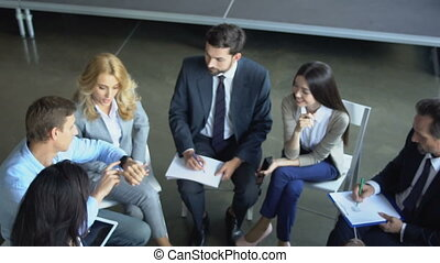 groupe, business, gens fonctionnement, businesspeople, ensemble, mélange, course, brain-storming, réunion équipe