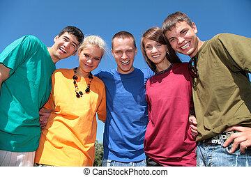 groupe, de, cinq, amis, dans, multicolore, chemises