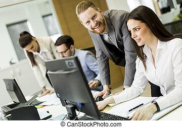 groupe, de, jeune, professionnels, dans, a, réunion, à, bureau