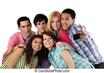groupe, de, jeunes adultes, prendre photos