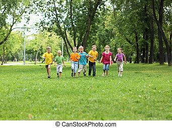 groupe enfants, dans parc