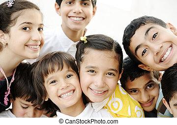 groupe, enfants, heureux