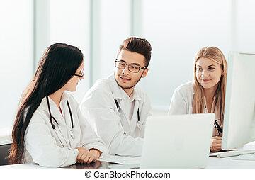 groupe, experts, monde médical, information., ligne, discuter