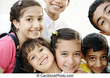 groupe, extérieur, ensemble, portrait, amis, enfants, heureux