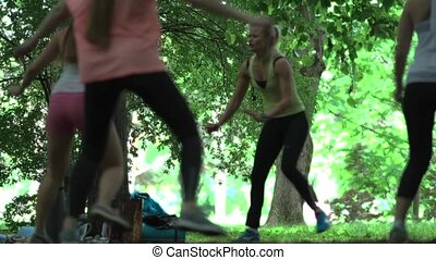 groupe, fonctionnement, danse, parc, ensoleillé, focusless, fitness, jour dehors