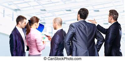groupe gens affaires, discuter, idées, à, réunion