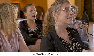 groupe, gens, applaudir, ou, applaudissement, sourire, réunion, événement, heureux