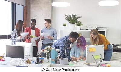 groupe, gens bureau, discussion, moderne, jeune, projet, avoir, nouveau