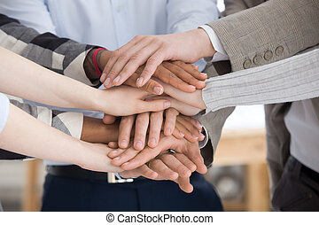 groupe, gens, empilement, haut, mains, fin