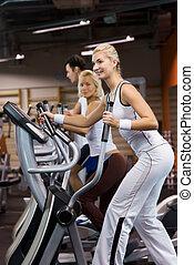 groupe gens, jogging, dans, a, gymnase