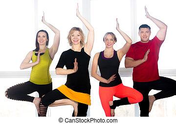 groupe, gens, positif, pratique, quatre, classe yoga