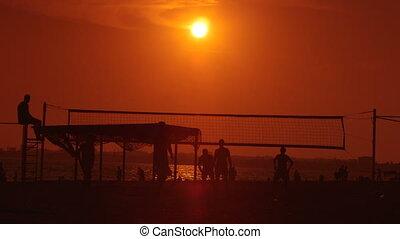 groupe, gens, volley-ball, jouer, plage coucher soleil, public