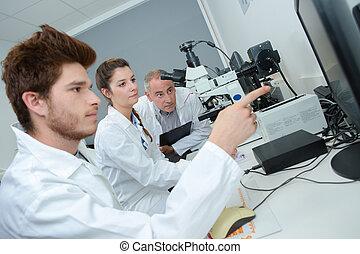 groupe, jeune, laboratoire, apprentis