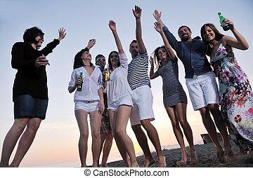 groupe jeunes gens, jouir de, été, fête, plage