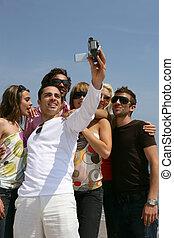 groupe, prendre, self-photo, amis