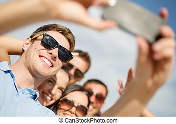 groupe, prendre, téléphone portable, amis, selfie