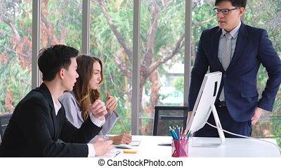 groupe, problème, travail, fâché, personne, réunion affaires, conflit