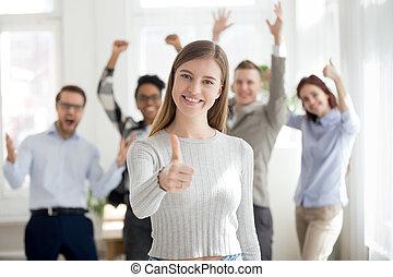groupe, professionnels, multiracial, intérieur, sourire