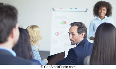 groupe, professionnels, présentation, équipe, stratégie, conversation, divers, pendant, busiensspeople, rapport, nouveau, réunion, ou, discuter