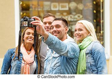 groupe, selfie, dehors, confection, sourire, amis