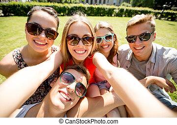 groupe, selfie, parc, confection, sourire, amis