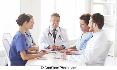 groupe, sommet, médecins, clinique, mains, heureux