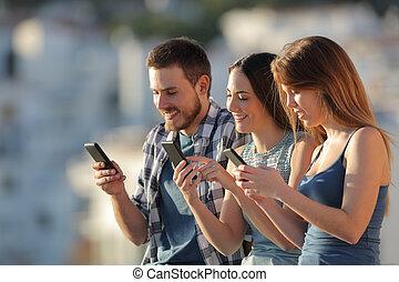 groupe, téléphones, leur, utilisation, amis, intelligent
