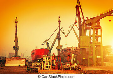 grues, pologne, chantier naval, gdansk, historique
