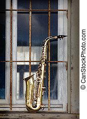 grungy, antigas, saxofone