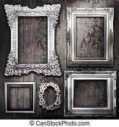 grungy, habitación, con, plata, marcos, y, victoriano, papel...