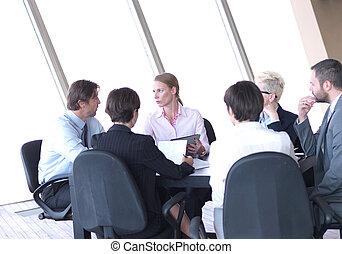 grupa, biuro, handlowy zaludniają, nowoczesny, jasny, spotkanie