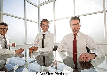 grupa, biuro, posiedzenie, pomyślny, pracownicy, biurko