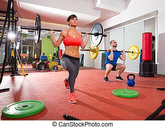 grupa, crossfit, ciężar, sala gimnastyczna, stosowność, bar, podnoszenie