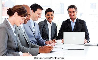 grupa, handlowa strategia, multi-ethnic, nowy, dyskutując
